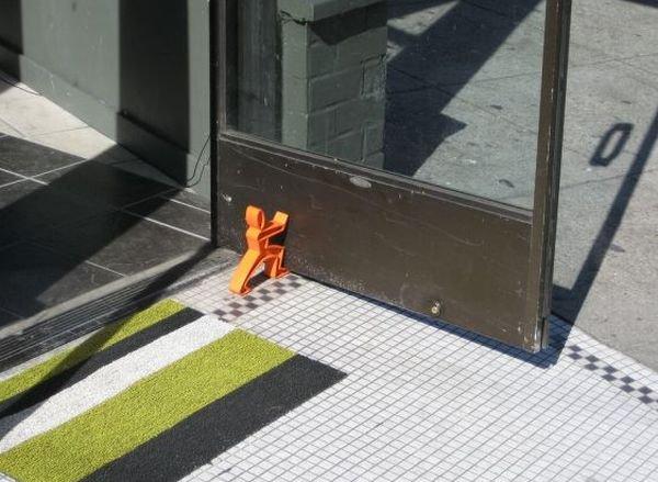 Креативные подпиратели дверей (27 фото)