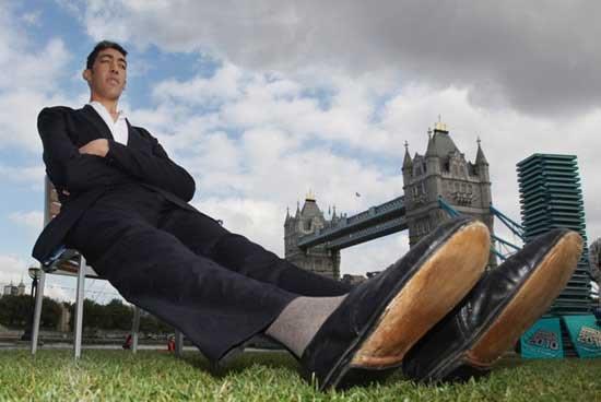 Самый высокий человек на земле (5 фото)