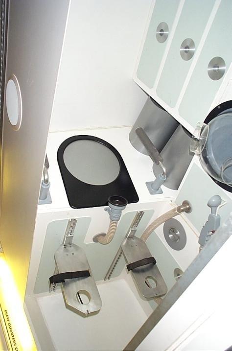 Унитазы в космосе (9 фото)