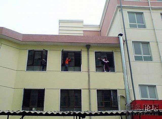 Мойка окон по-китайски (6 фото)