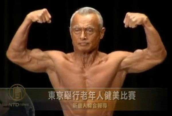 74-х летний бодибилдер (4 фото)
