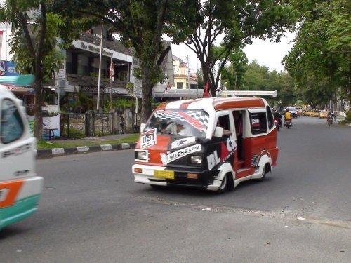 Индонезийские маршрутки (17 фото)