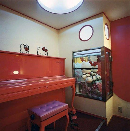 Номера в отелях для свиданий в Японии (13 фото)