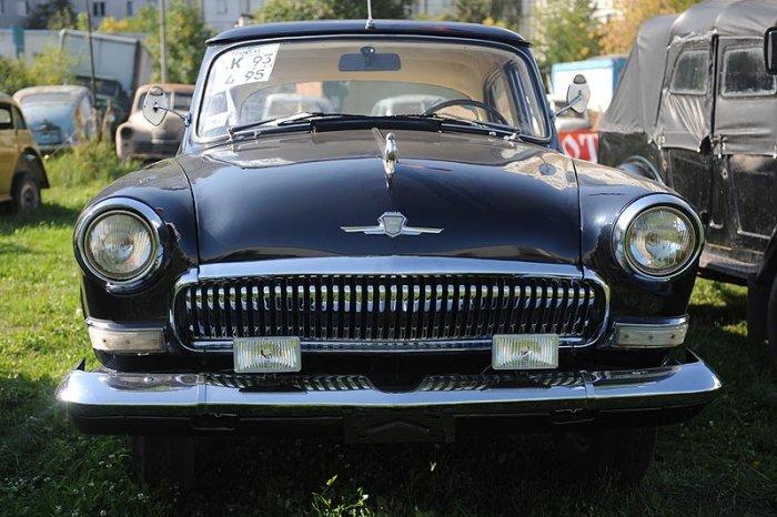 Старые автомобили (17 фото)