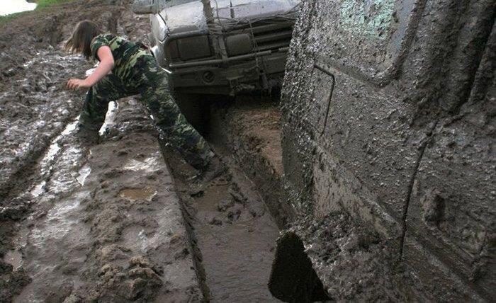 По крышу в грязи (18 фото)