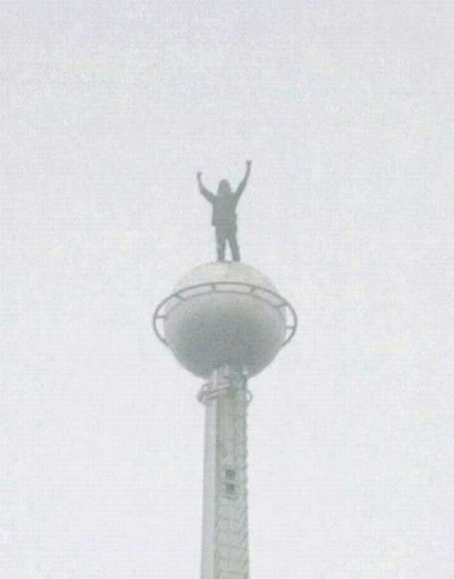 Человек-паук покорил башни-близнецы в Малазии (7 фото + видео)