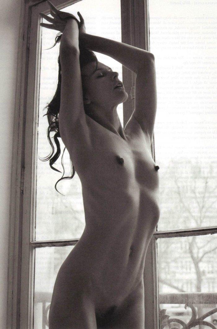 Милла Йовович снялась обнаженной (14 фото)