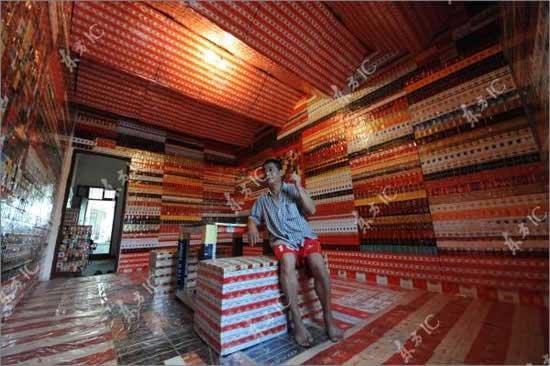 Коллекционер сигаретных пачек (7 фото)