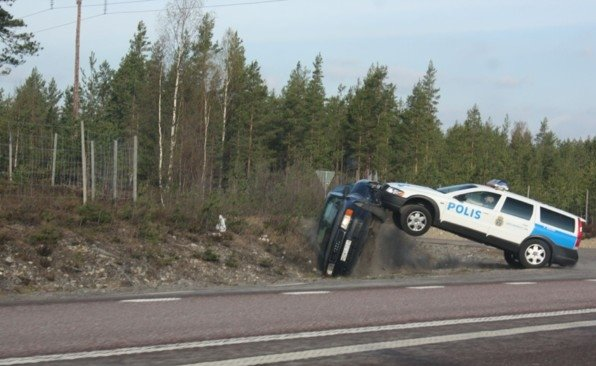 Остановка нарушителя полицией Швеции (7 фото)
