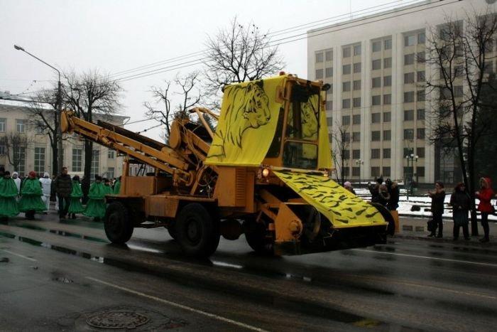 Худший новогодний парад (5 фото)