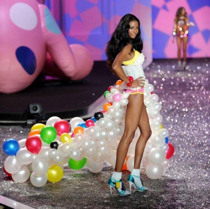 Показ моды Victoria's Secret (26 фотографий)