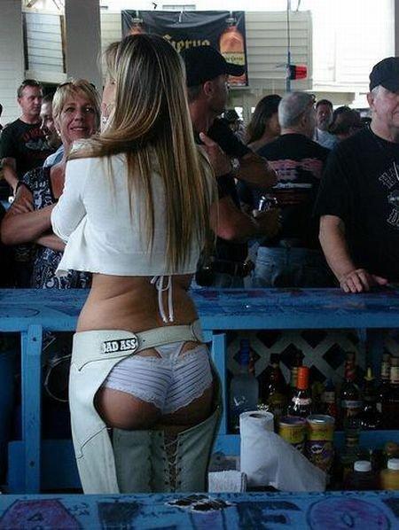 Сексуальные барменши (52 фото)