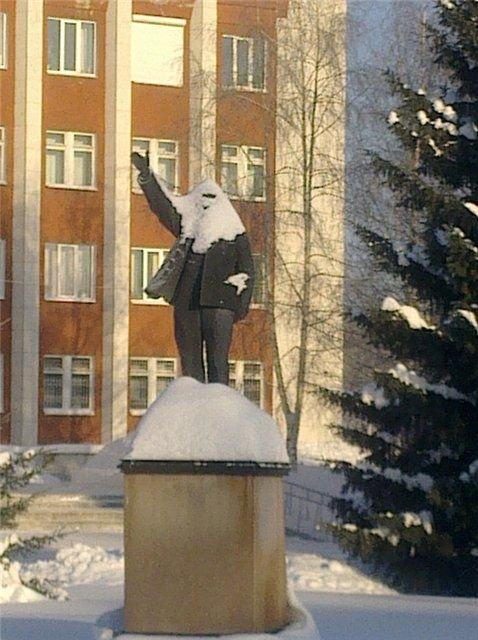 Памятник Ленину (3 фото)
