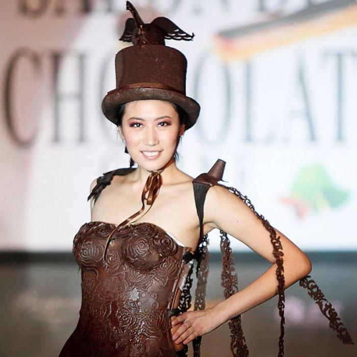 Девушки в шоколадной одежде (13 фото)