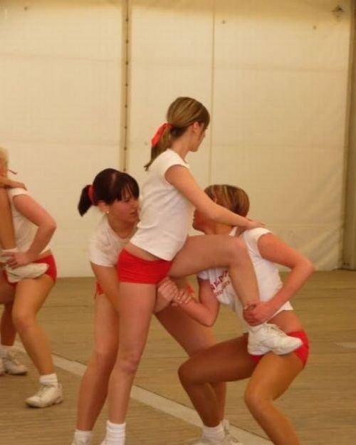 Загонные фотографии с девушками из групп поддержки (18 фото)