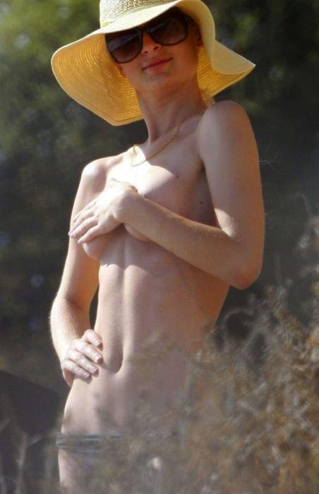 Пэрис Хилтон топлесс (9 фото)