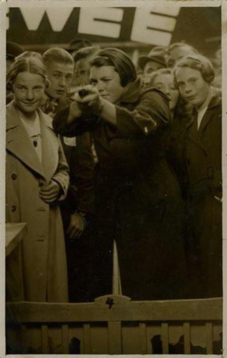 Женщина с ружьем (27 фото)