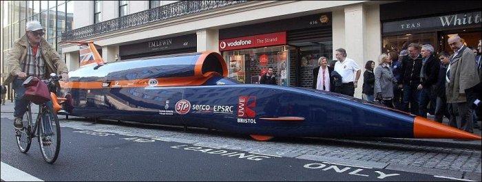 Самый быстрый автомобиль в мире (2 фото)