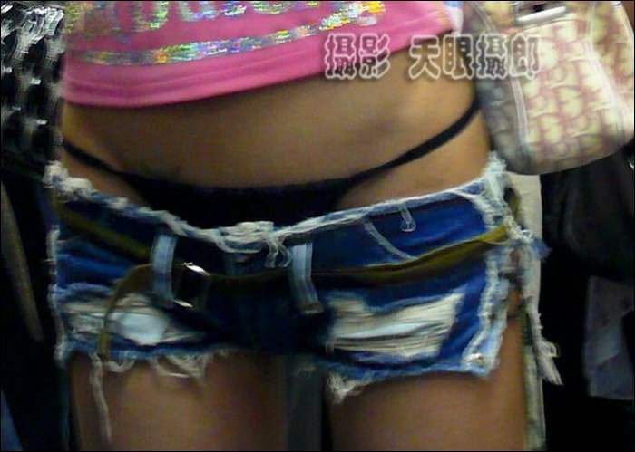 Девушка в классных шортикаах (5 фото)