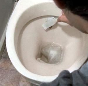 Как отмыть унитаз (3 фото + текст)