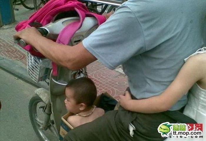 Как отвезти детей в школу (4 фото)