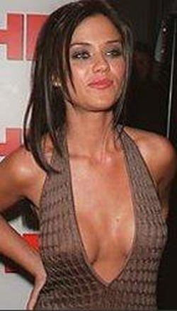 Проблемы с силиконовой грудью (12 фото)