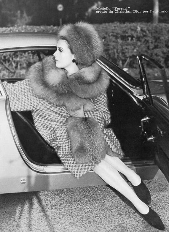 Старые фотографии девушек с автомобилями (67 фото)