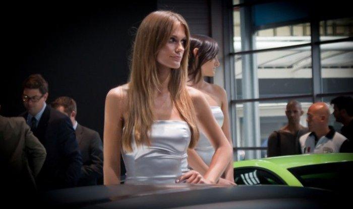 Девушки с автосалона в Париже (110 фото)