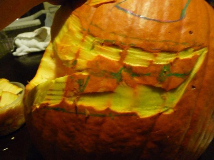 Как сделать на Хэллоуин тыкву каннибала (34 фото)