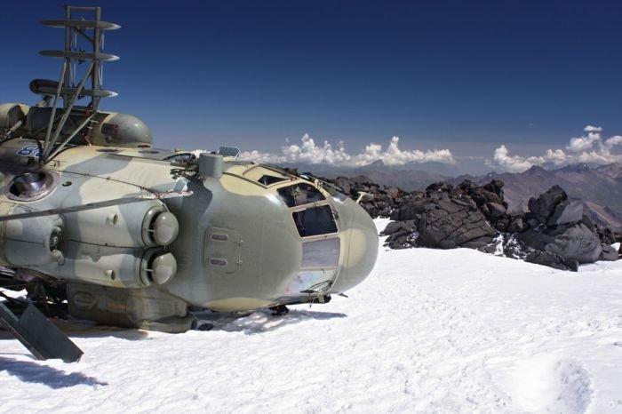 МИ-8 на горе Эльбрус (11 фото)