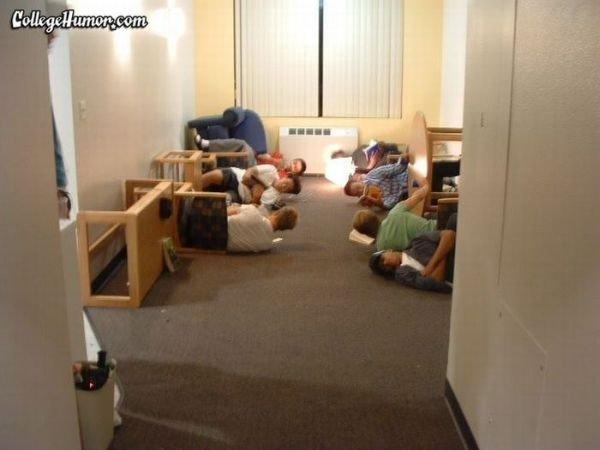 Приколы в западных общежитиях (33 фото)