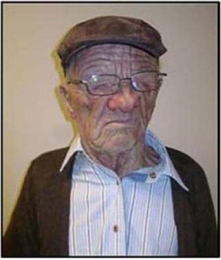 Дед и внук? (4 фото)