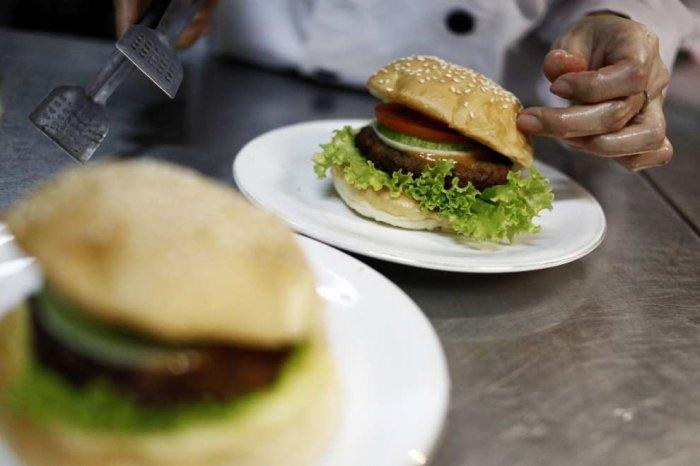 Угадайте, из чего сделан этот гамбургер (15 фото)