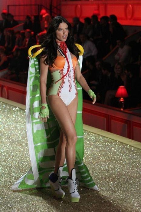Модели на Victoria's Secret 2010 (62 фото)