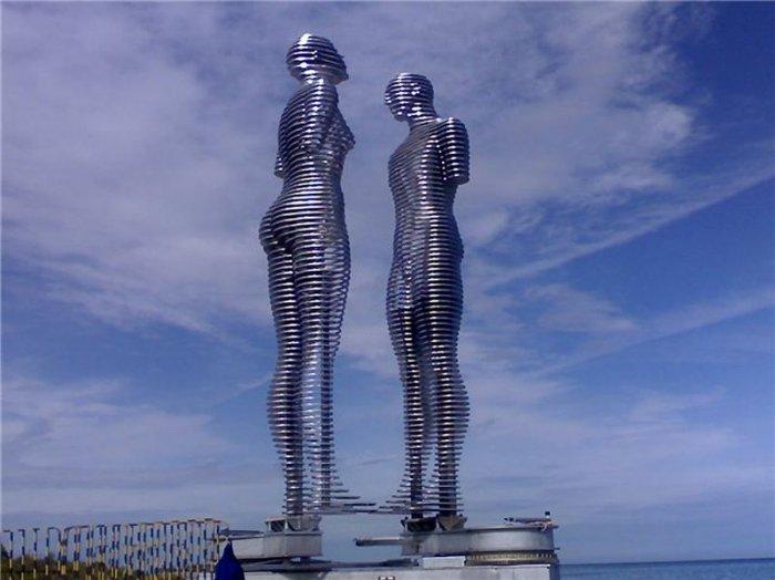 Необычная скульптура в Батуми (6 фото)