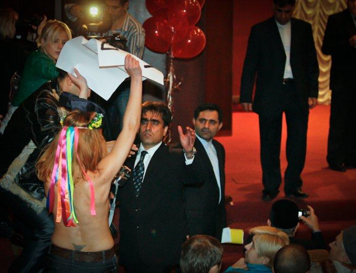 Femen против Ирана (8 фото)