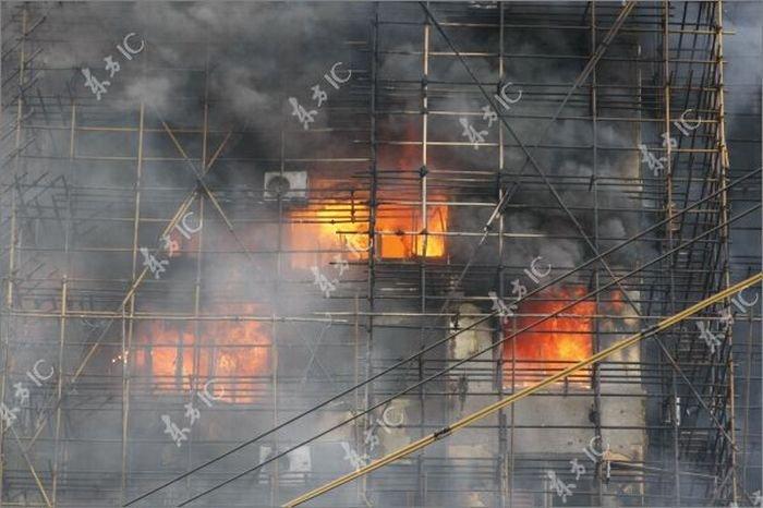 Пожар в Шанхае (30 фото)