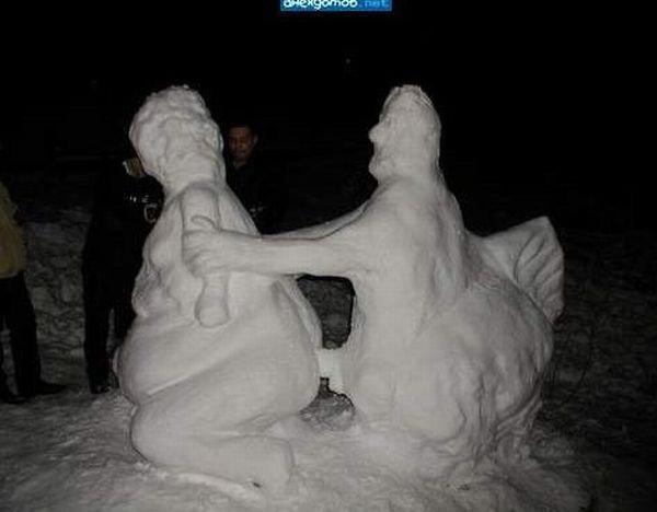 Скульптуры из снега по-взрослому (20 фото)