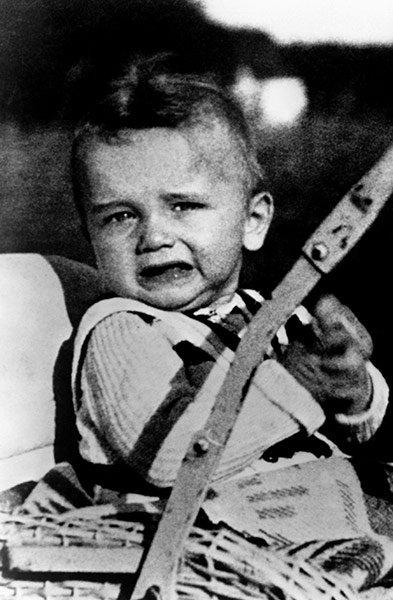 Жизнь Арнольда Шварценеггера в фотографиях (18 фото)