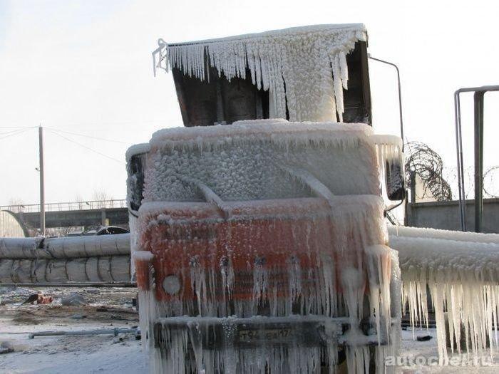 Ледяная скульптура (2 фото)
