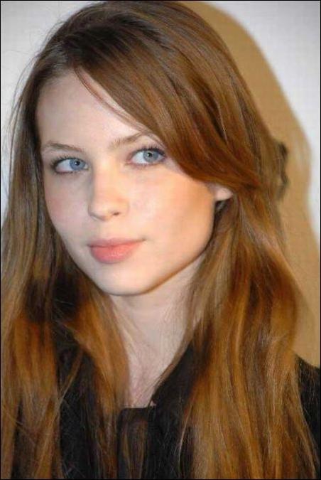 Актриса из фильма ужасов повзрослела (2 фото)