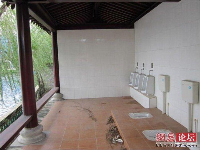 Туалет с отличным видом (3 фото)