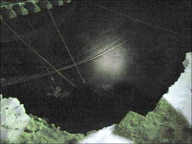 Вагон ушел под землю (8 фото)
