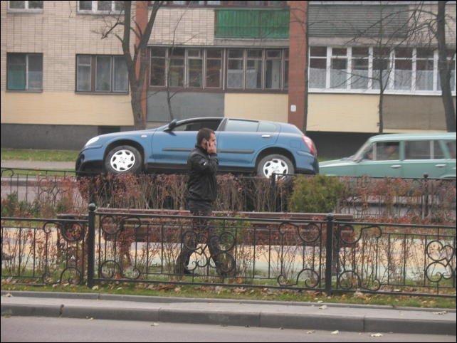 Мастерство парковки в Бресте (4 фото)