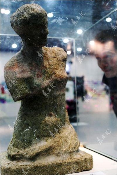 Венера Милосская по-китайски (4 фото)