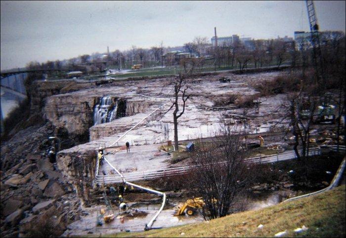 Ниагарский водопад без воды (5 фото)