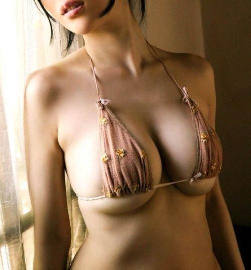 Азиатки с торчащей грудью (59 фото)