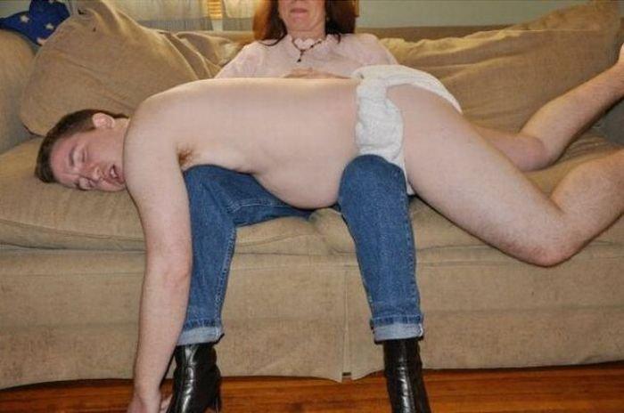 Мать и сын (2 фото)