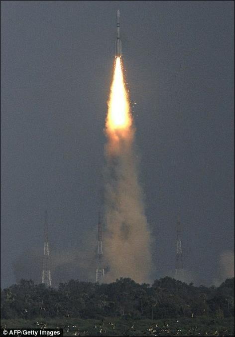 Взрыв индийской ракеты (6 фото)