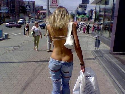 Девушки с торчащими попками (27 фото)